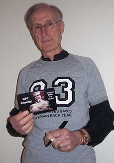 James_Cromwell_writing_left